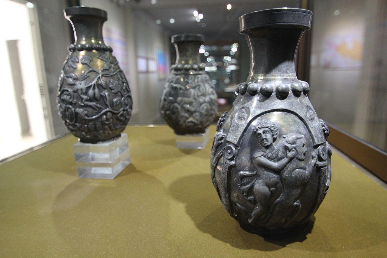 1280px-2011_Reza_Abbasi_Museum_Tehran_6224096076