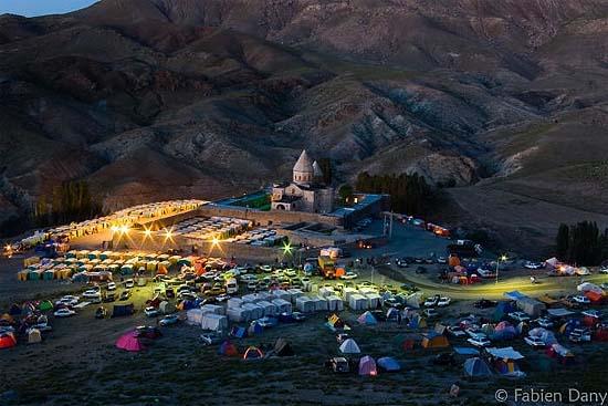 iran-jolfa-maku-saint-thaddeus-armenian-monastery-during-feast-550